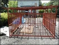 その他の塗装 施工事例2 犬小屋の鉄柵before
